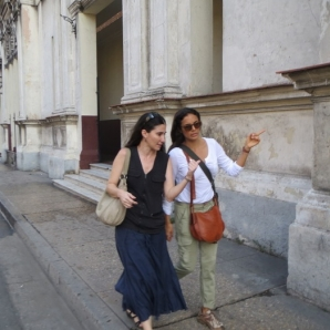 Yoani Sánchez y Kesia Elwin en La Habana. (OPEN VIEW PRODUCTIONS) Foto: DDC